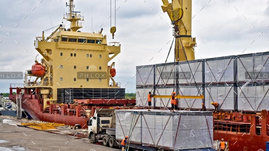 demo-attachment-23-loading-cargo-into-the-ship-in-harbor-PF86726